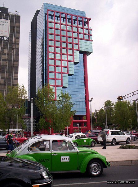 Building on Av. Reforma and Insurgentes