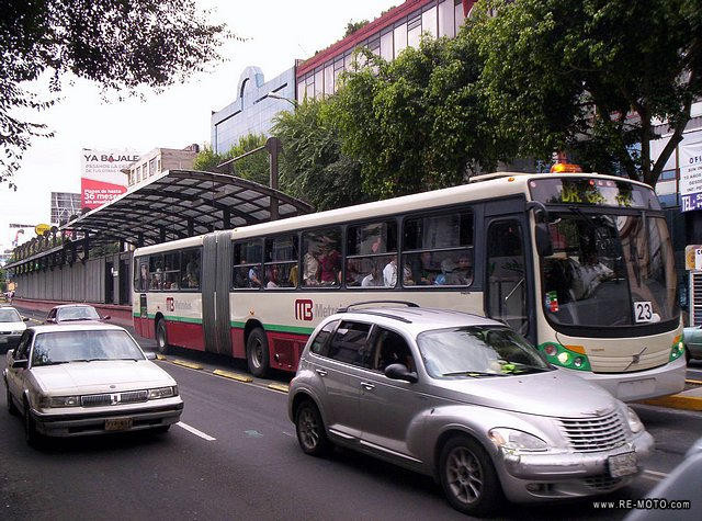 The Metrobus runs along Av. Insurgentes