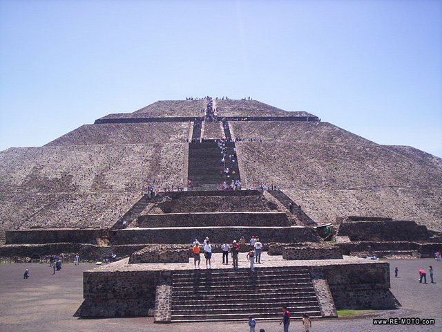 http://www.re-moto.com/photos/04240-MEX-Teotihuacan-Piramides.jpg