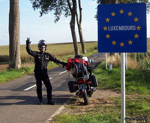 We enter Luxembourg from Belgium on the XJ900 lent to us by our friend Vicente for a few days.