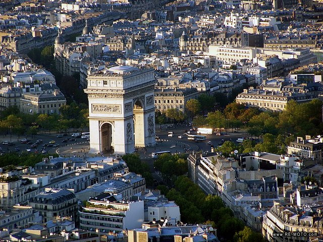 The Arc del Triomphe, seen from the Eiffel tower.
