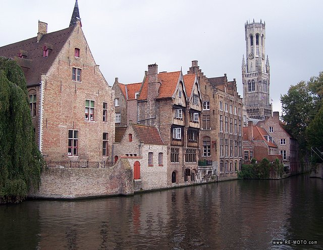 Like Amsterdam and Stockholm, Bruges is known as the Venice of the north thanks to the large number of beautiful canals that run through the city.
