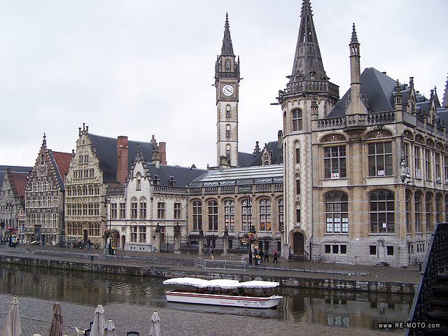 In Ghent you find everything from medieval castles to gothic churches, and numerous squares and parks.