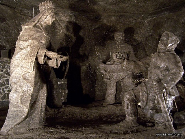 The old salt mine of Wieliczka is more than 320 metres deep and has more than 300 km of tunnels. Its main attraction are the sculptures carved into the salt.