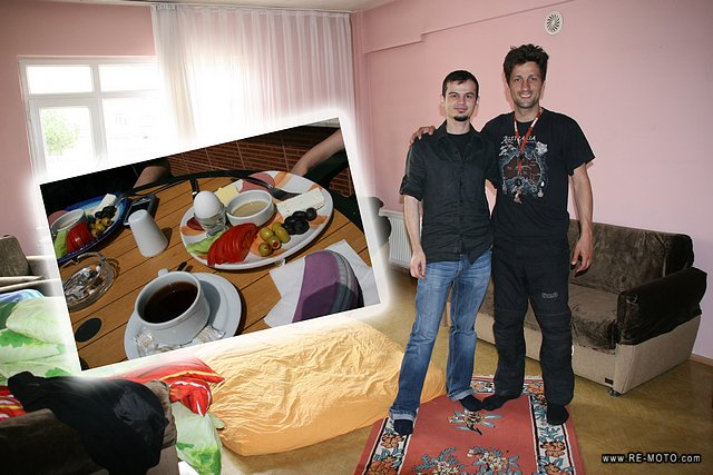 Ömür hosted us in Tekirdag and invited us for a breakfast right next to the Sea of Marmara.