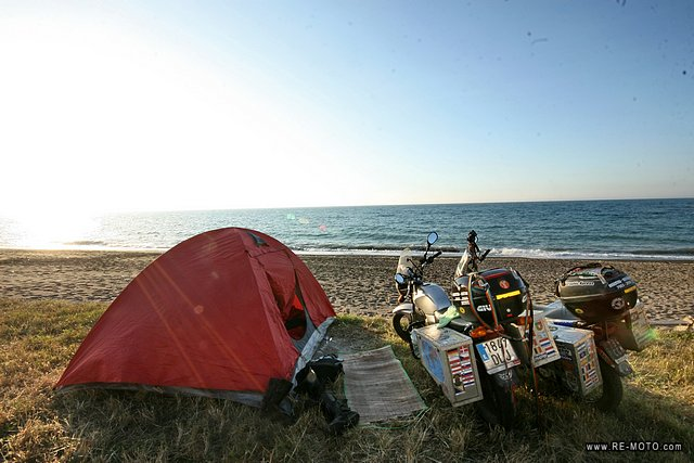 We took the road leading along the Black Sea and camped in Akcakoca.