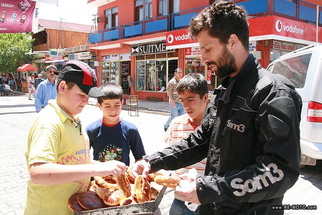 Buying simit, a typical turkish bread.